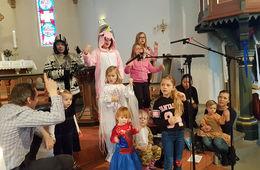 Karnevalsgudstjeneste og bibler til 3-åringene